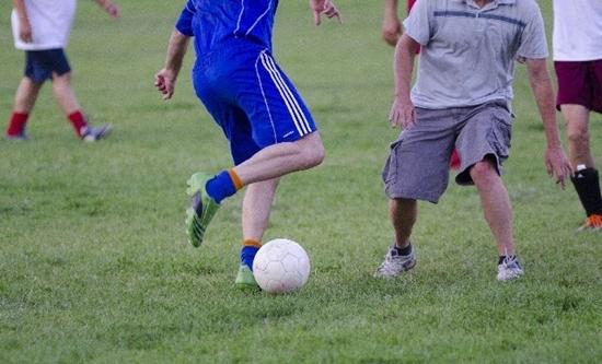 サッカーでフェイントをかけるときの身体の使い方