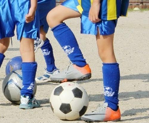 サッカーでフェイントをかけるときの身体の使い方2